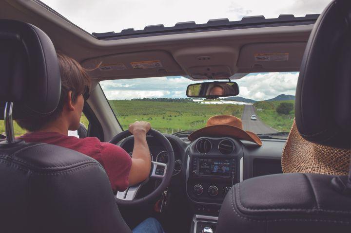 Vantagens de alugar um carro durante a viagem