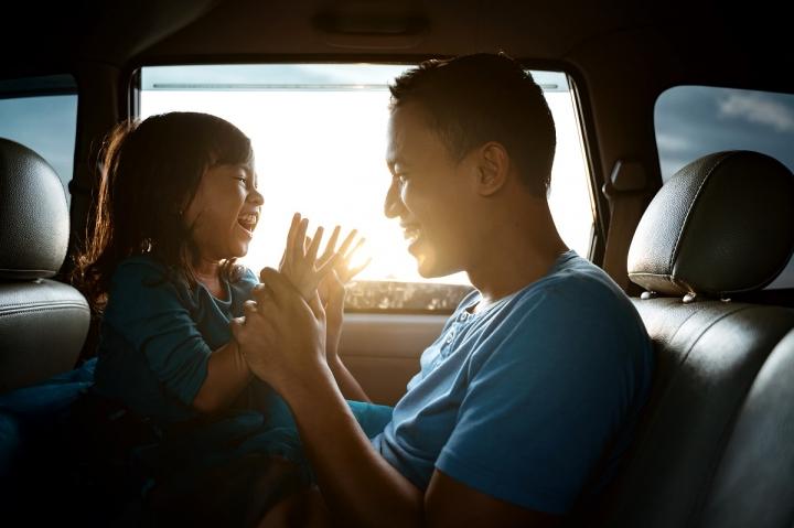 Vai viajar de carro com as crianças? A gente te ajuda!